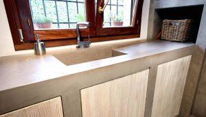 Keuken met betonstuc